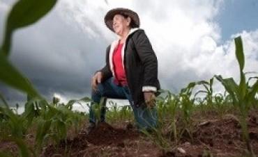 """28/06/2017: Entregaron los primeros créditos """"Mujeres Emprendedoras Rurales"""""""
