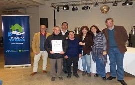 05/06/2018: La provincia entregó escrituras a dos barrios de Gualeguay