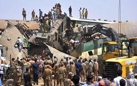 07/06/2021: Pakistán: 43 personas murieron en accidente ferroviario