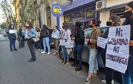 14/06/2021: Una veintena de mujeres pidió que Benedetto continúe detenido