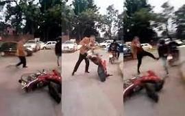14/06/2021: Tucumán: juez atacó a patadas a un motociclista que le rozó la camioneta