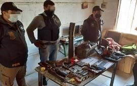 15/06/2021: La policía secuestró de una vivienda un arsenal de armas y detuvo a una persona