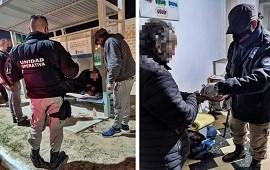 17/06/2021: FRÍO: El municipio asistió a un hombre que estaba durmiendo a la intemperie en la vía pública