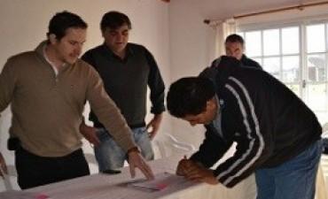 Entrega de fondos para proyecto hortícola en Conscripto Bernardi