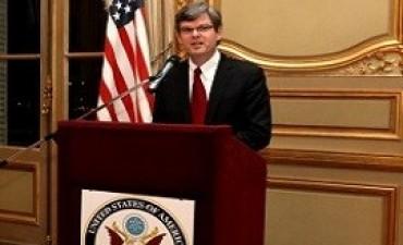fondos buitre El embajador interino de EEUU valora