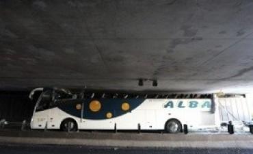 Francia: 33 estudiantes españoles heridos al accidentarse el micro en el que viajaban hacia Amsterdam