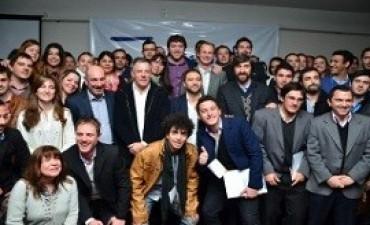 Bordet respalda la creación de más espacios de participación política para los jóvenes