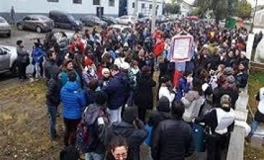 04/07/2017: Santa Cruz recibió el dinero de Nación pero los docentes siguen de paro