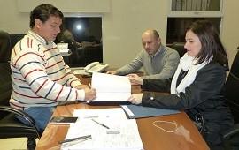 19/07/2018: Para construir nuevas viviendas con recursos provinciales en Lucas González se firmó el contrato de obra