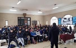 31/07/2018: Más de 200 docentes de Educación Física se capacitaron en Bádminton y Softbol Escolar