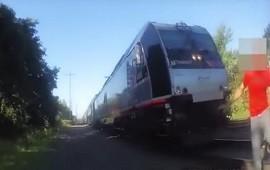 28/07/2018: Salvó a un hombre de ser atropellado por un tren
