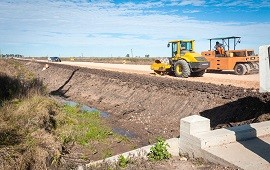 09/07/2019: Con financiamiento provincial avanza la pavimentación de la Ruta 51 entre Larroque y Parera