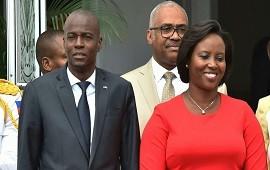 """31/07/2021: """"Lo único que vi antes de que lo mataran fueron sus botas"""": el dramático relato de la viuda del presidente de Haití sobre el magnicidio"""