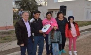Se entregaron viviendas en Enrique Carbó, Pcia de Entre Rios