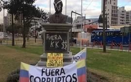 22/08/2018: En medio del escándalo por corrupción, en Quito retiran monumento a Néstor Kirchner