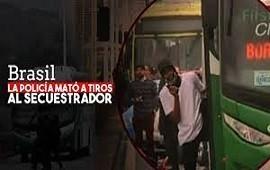 20/08/2019: Internacional El momento en que los francotiradores mataron al secuestrador del micro en Brasil: ráfaga de tiros, pánico y festejos
