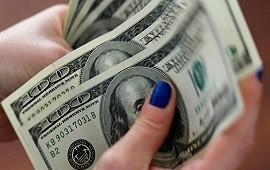 El dólar cerró estable en el Banco Nación, mientras que el Riesgo País bajó