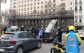 26/08/2020: La Policía de la Ciudad impidió que los manifestantes contra la Reforma Judicial armen la carpa de vigilia frente al Congreso