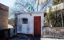 02/08/2021: Las fotos de la habitación del horror en Rosario donde una mujer vivió secuestrada por su pareja durante 23 años