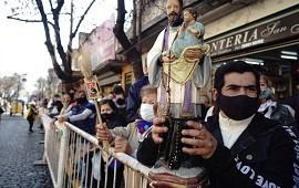 07/08/2021: Miles de fieles se acercan a Liniers para pedir trabajo y salud