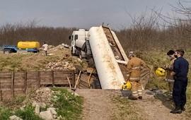 20/08/2021: Derrame de fertilizante en un arroyo, tras ceder un puente en mal estado