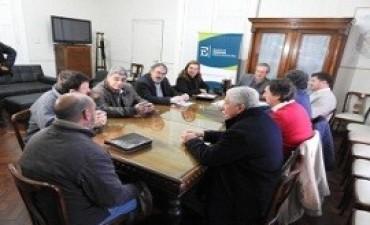 Trabajo conjunto del gobierno con entidades agropecuarias para mejorar la red de caminos