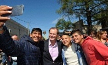 Bordet alentó a los jóvenes a participar en política