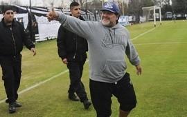06/09/2019: Los clubes saludaron a Diego Maradona y Riestra entró en acción