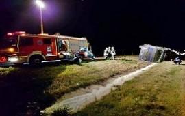 27(09/2019: Departamento Colón: perdió el control del camión y quedó incrustado en el cantero central de la ruta