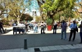 17/09/2020: Canchas de fútbol 5, peloteros y jardines de infantes se manifestaron frente al municipio