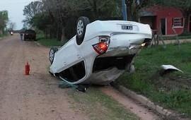 27/09/2020: Un joven volcó el automóvil en el que viajaba junto a un pequeño de dos años