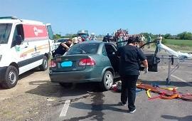 27/09/2021: Mujer falleció tras choque entre un auto y un camión en ruta 12
