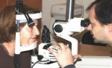Salud entregará 20 equipos de cirugía ocular a hospitales públicos de todo el país