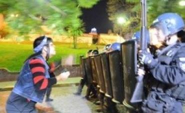 Los disturbios en la marcha de mujeres en Rosario dejaron 16 heridos