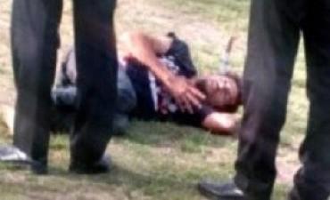 La Boca: apuñalaron a dos jóvenes y un hombre le clavó un cuchillo en la sien al agresor