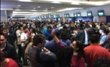 Por medidas de fuerza gremiales, hubo más de 60 vuelos cancelados y 9.000 pasajeros afectados