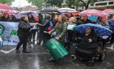 Miles de mujeres llenaron las calles al grito de 'Ni una menos, vivas nos queremos'
