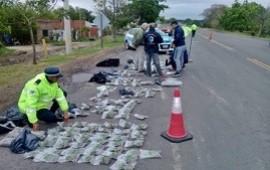 04/10/2019: Fueron detenidos al querer ingresar con más de 20 millones de pesos en marihuana