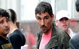 08/10/2019: así fue la apretada de Bebote Álvarez y la barra de Independiente al entonces presidente Javier Cantero