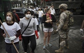 26/10/2019: Crisis en Chile: Santiago vuelve a la calma tras la histórica marcha y voluntarios ayudan a limpiar las calles