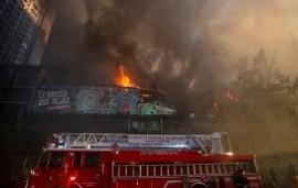 28/10/2019: Protestas y disturbios en Chile: se incendia un edificio en el centro de Santiago