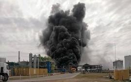 02/10/2020: Alarma por un impresionante incendio en una fábrica de combustibles de Villa María