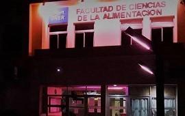 22/10/2020: La UNER se iluminó de rosado sumándose a la Campaña de Sensibilización sobre el Cáncer de Mama