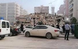 30/10/2020: Fuerte sismo de 7 grados en Turquía hizo que se cayeran varios edificios