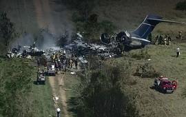 19/10/2021: Texas: avión se estrella e incendia con 21 personas dentro