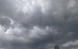 22/10/2021: Anunciaron tormentas tras un caluroso viernes para la región de Salto Grande