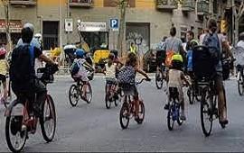 """23/10/2021: El """"bicibús"""" de Barcelona: un corredor seguro para que los chicos vayan al colegio en bicicleta"""