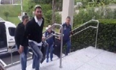 Messi llegó a Belo Horizonte en un avión privado con Neymar