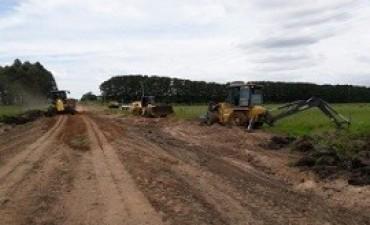 Se trabaja en la rehabilitación de caminos en colonias del departamento Federación