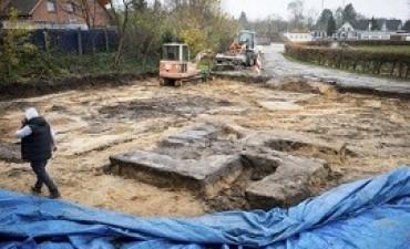 23/11/2017: Mientras tanto en Alemania: encuentran una cruz gamada nazi de cuatro metros al excavar en un estadio